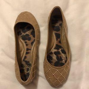 Gianni Bini tan shoes with gold embellishment 6.5